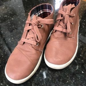 Boys size 4Y Brown TOMS Dress Shoes